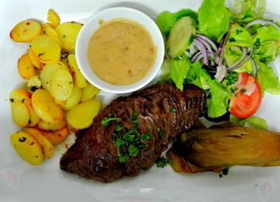 bavette boeuf sauce marolle légumes et salade